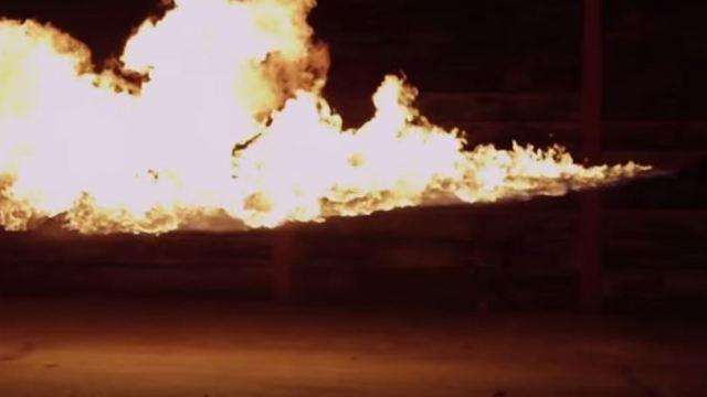 ตอตะโก ทดสอบสุดเพี้ยนเครื่องพ่นไฟ 1000 องศา ปะทะโทรศัพท์ 5 แบรนด์ชั้นนำ!!