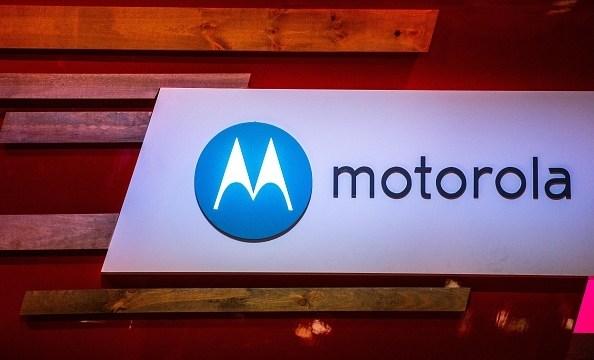 เรียกน้ำย่อย ภาพเรนเดอร์เครื่อง Moto Z2 Play โชว์สัดส่วนเต็มตาบนโลกอินเตอร์เนต