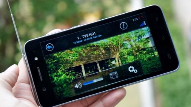 [Review] i-mobile IQ 1.5 DTV มือถือ 3G ดูทีวีดิจิตอลได้ พร้อมกล้องเซลฟี่ฟรุ้งฟริ้งมีแฟลชหน้า