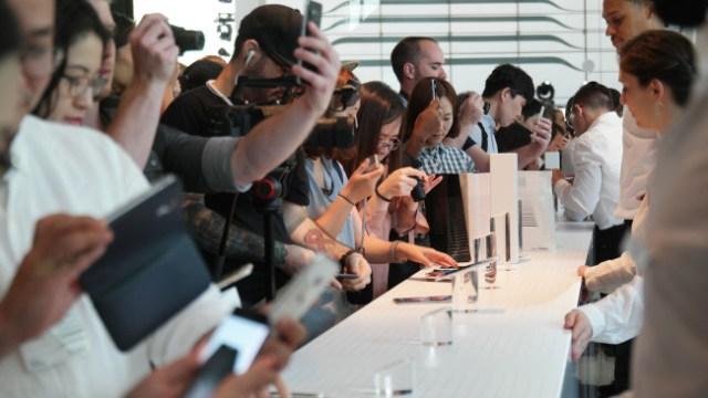 ฝ่ายบริหาร Samsung เปรยอาจหยุดผลิต Galaxy S รุ่นจอแบน