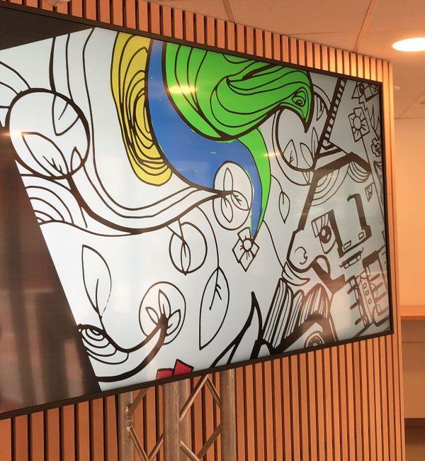 Fresque Digitale avec Un écran retransmet la fresque géante sur écran en animation fresque numérique