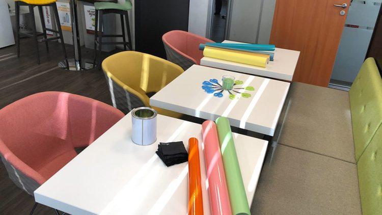 Un atelier participatif et créatif installé dans le cadre d'une salle de créativité est une innovation organisationnelle importante