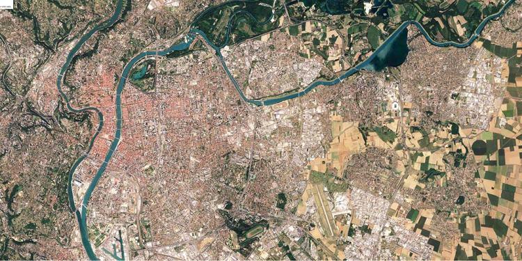 plan vu du dessus de la Ville de Lyon et Lyon métropole image de base au protocole de développement territorial de l'artiste aNa pour my art box