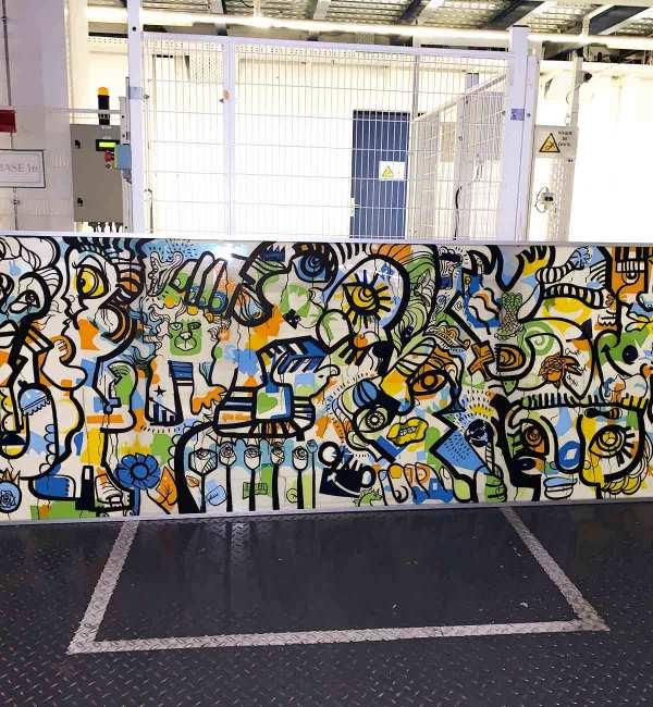 Fresque Participative Graffiti entreprise Lyon encadrée immédiatement pour la révélation de l'œuvre collective lors de l'événement
