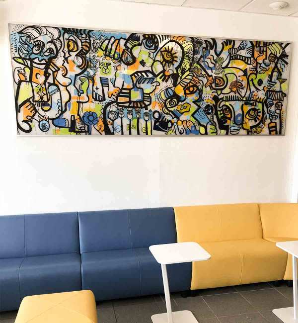 Fresque Participative Graffiti réalisée lors de l'animation de soirée anniversaire 20 ans BioMerieux Lyon Saint Vulbas encadrée et exposée en réfectoire de l'entreprise