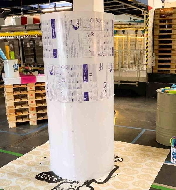 Fresque Participative Graffiti - Tube néon géant aNa My Art Box format Fresque Participative pour animation Graffiti Anniversaire à Saint Vulbas près de lyon pour les 20 ans de la société BioMerieux