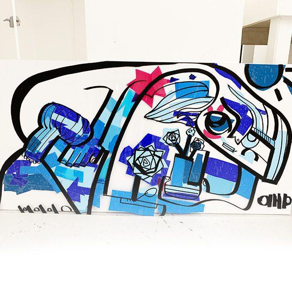 Une mini fresque Plexi bleue avec un touche de rouge en photo sur fond blanc à Tour lors d'une remise de prix