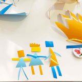 Une famille de personnages découpés dans du vinyle adhésif lors d'une séance de Coaching Cohésion en Animation Fresque Totem Box XL Myartbox