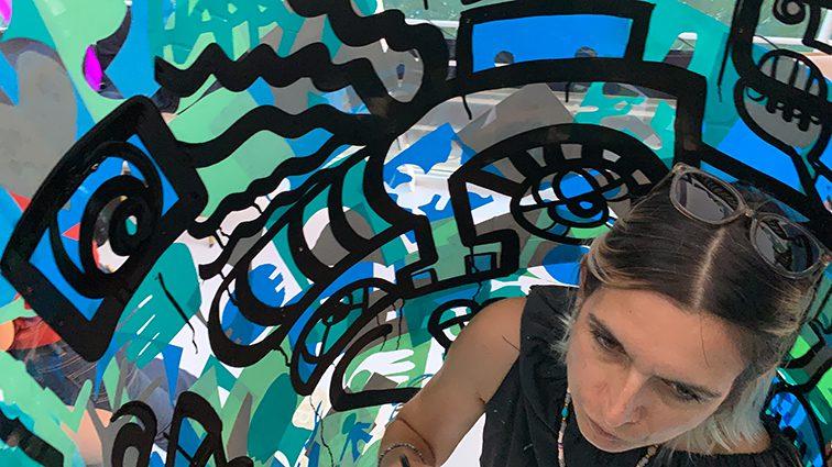 ana est une artiste spécialisée dans le team building artistique à Lyon et dans toute la France
