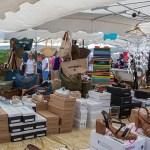 Shopping au marché du Cap Ferret : chaussures, vetements, bijoux