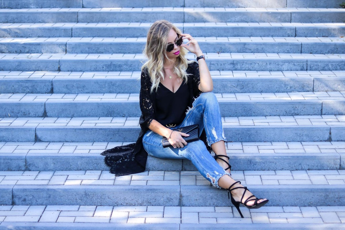Summer Outfit with Kimono, boyfriend jeans and high heels