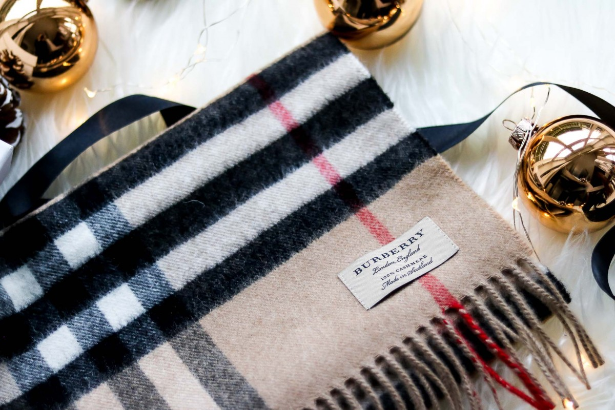 Unboxing Burberry Giant Icon Scarf
