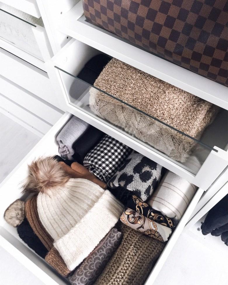 Schrankorganisation: So organisierst du deinen offenen Kleiderschrank