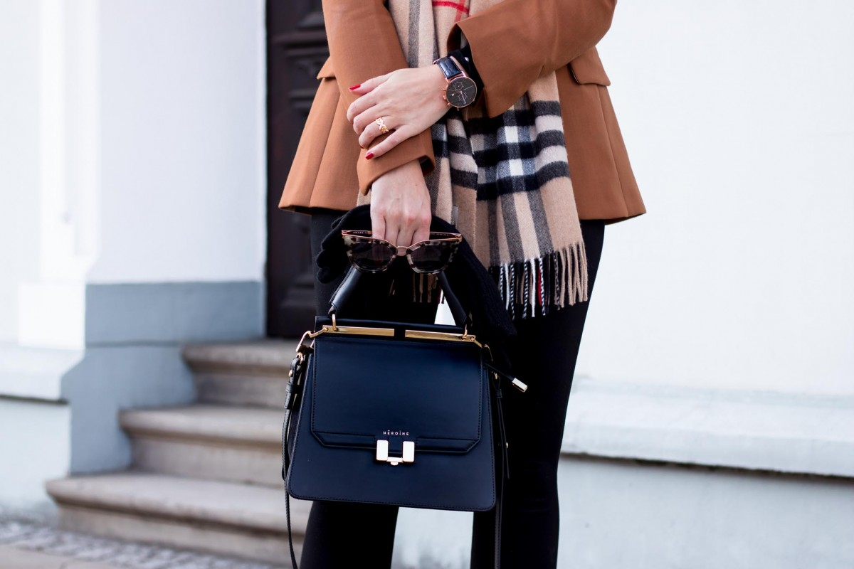 What to buy this Cyber Week, Outfit Blazer, Leggings, Burberry Scarf