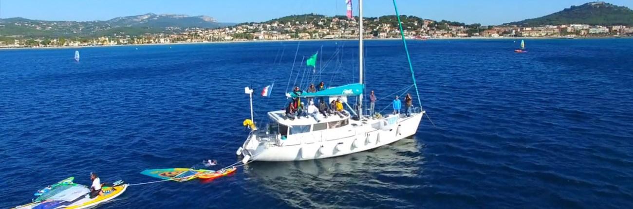 location voilier var Atoll 43 Dufour Yachts balade en mer croisiere avec skipper evenement nautique windsurf competition efe six fours les plages