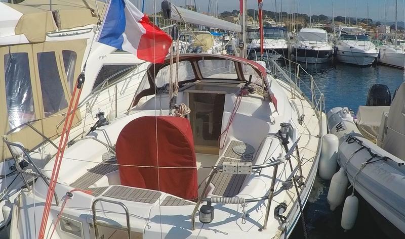 location voilier Bavaria 32 holiday habitable var avec ou sans skipper croisiere balade en mer promenade en bateau