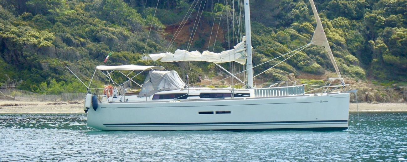 location voilier dufour 375 Grand Large en Méditerranée dans le Var - mouillage