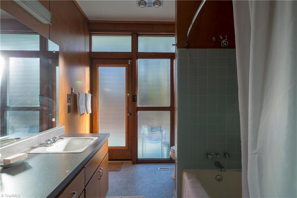 1959 Mid Centrury Modern Bathroom