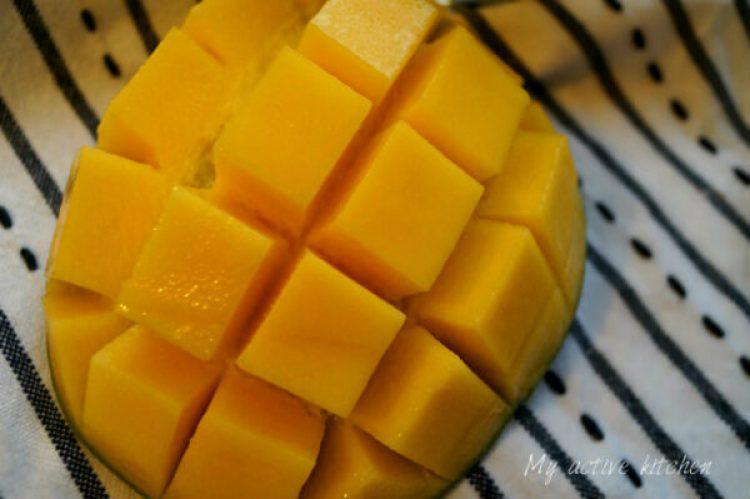 sliced mango.