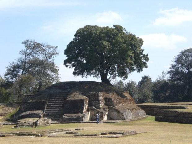 Guatemala mayan ruins: Iximché