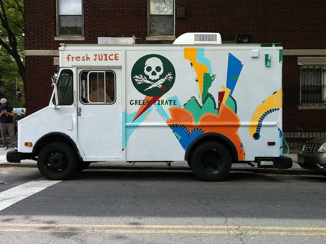 Food trucks are the way to go in New York - photo courtesy of Britta Frahm (flickr)