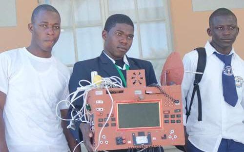 A 19 ans, il crée un téléphone sans fil et sans carte SIM!
