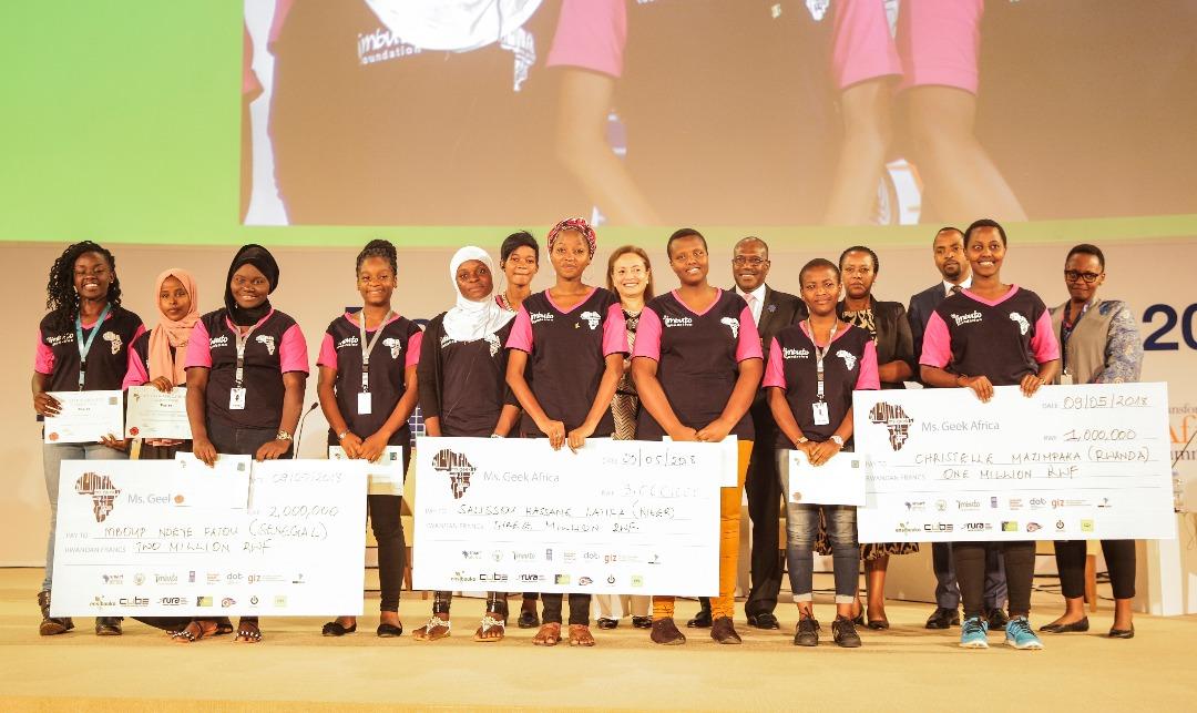 Miss Geek Africa 2020 : Séance de coaching pour les candidates béninoises.