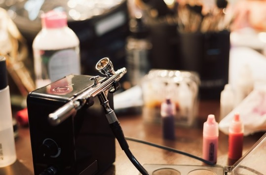 How to build an airbrush makeup kit?