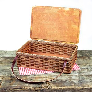 Cake Carrier with Lid Brown