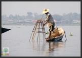 One leg paddling fisherman - Inle Lake - Myanmar (Burma) 9