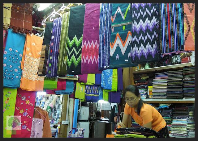 Shopping Cloth in Yangon - Bogyoke Aung San Market (former Scott's Market) - Myanmar (Burma) 2