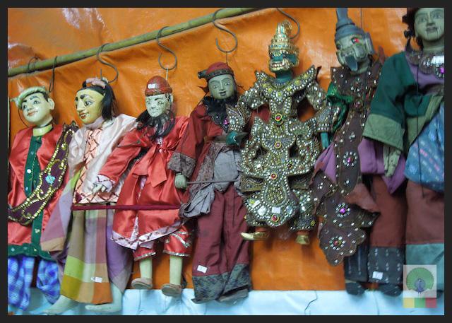 Shopping Puppets in Yangon - Bogyoke Aung San Market (former Scott's Market) - Myanmar (Burma)