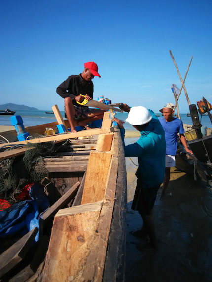 boat repairs - dawei - myanmar travel essentials