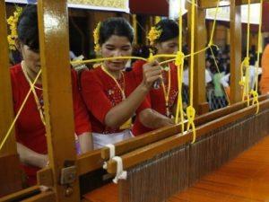 Mathoe Robe weaving 2