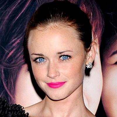 Alexis Bledel pink lipstick