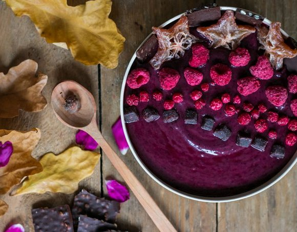 Beetroot and blueberry smoothie bowl with superfood raw chocolate