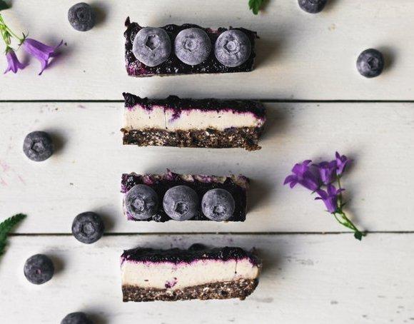NO BAKE CHOCOLATE-TAHINI CHEESECAKE BARS