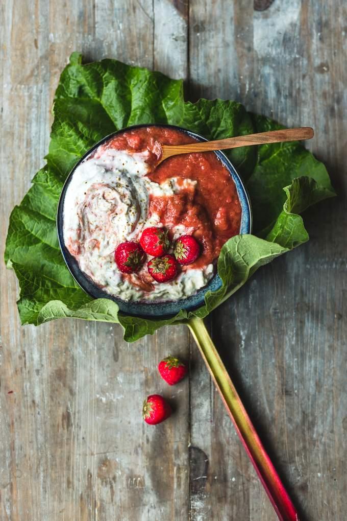 Creamy strawberry-rhubarb overnight oats. Vegan, gluten-free, myberryforest.com