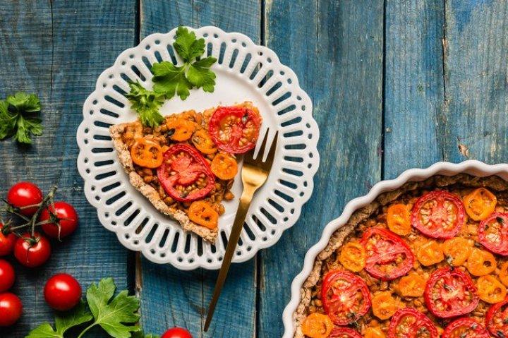 Vegaaninen linssi-tomaattipiirakka