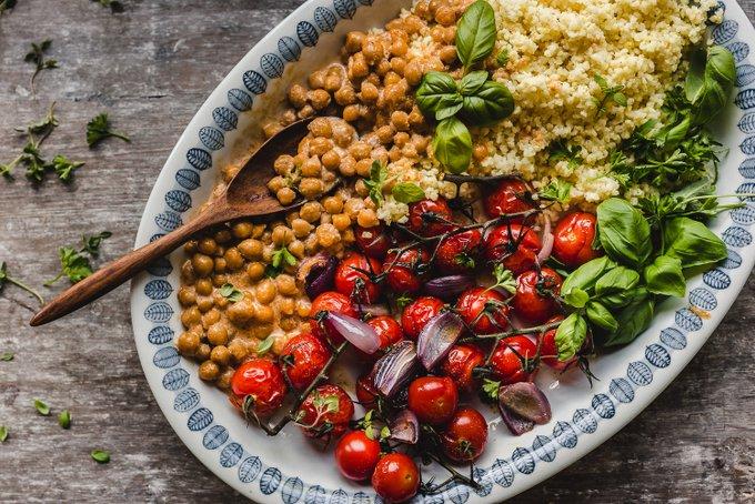 Paahdetut tomaatit ja kikhernekastike (vegaaninen, gluteeniton)