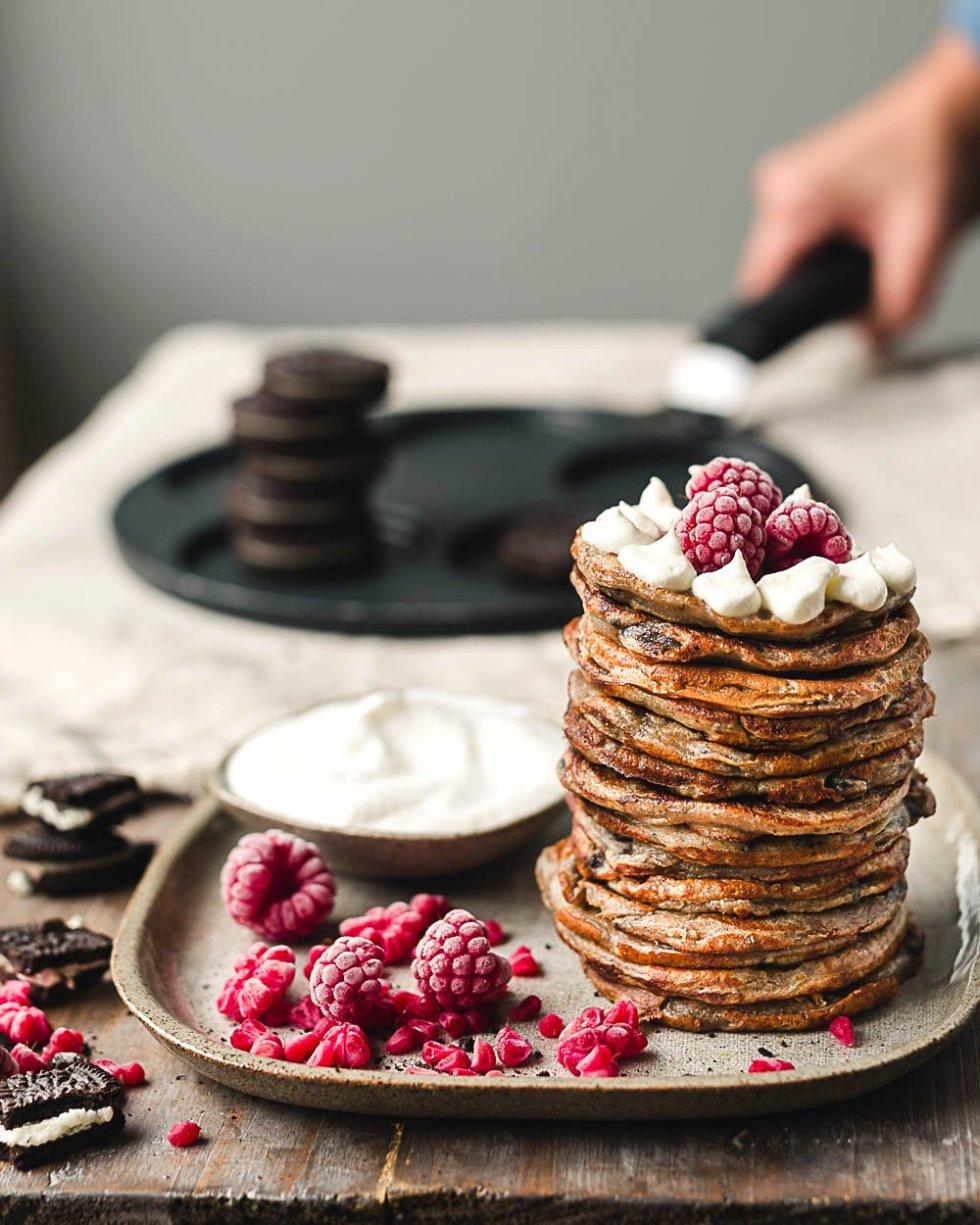 Vegan Oreo crumble pancakes