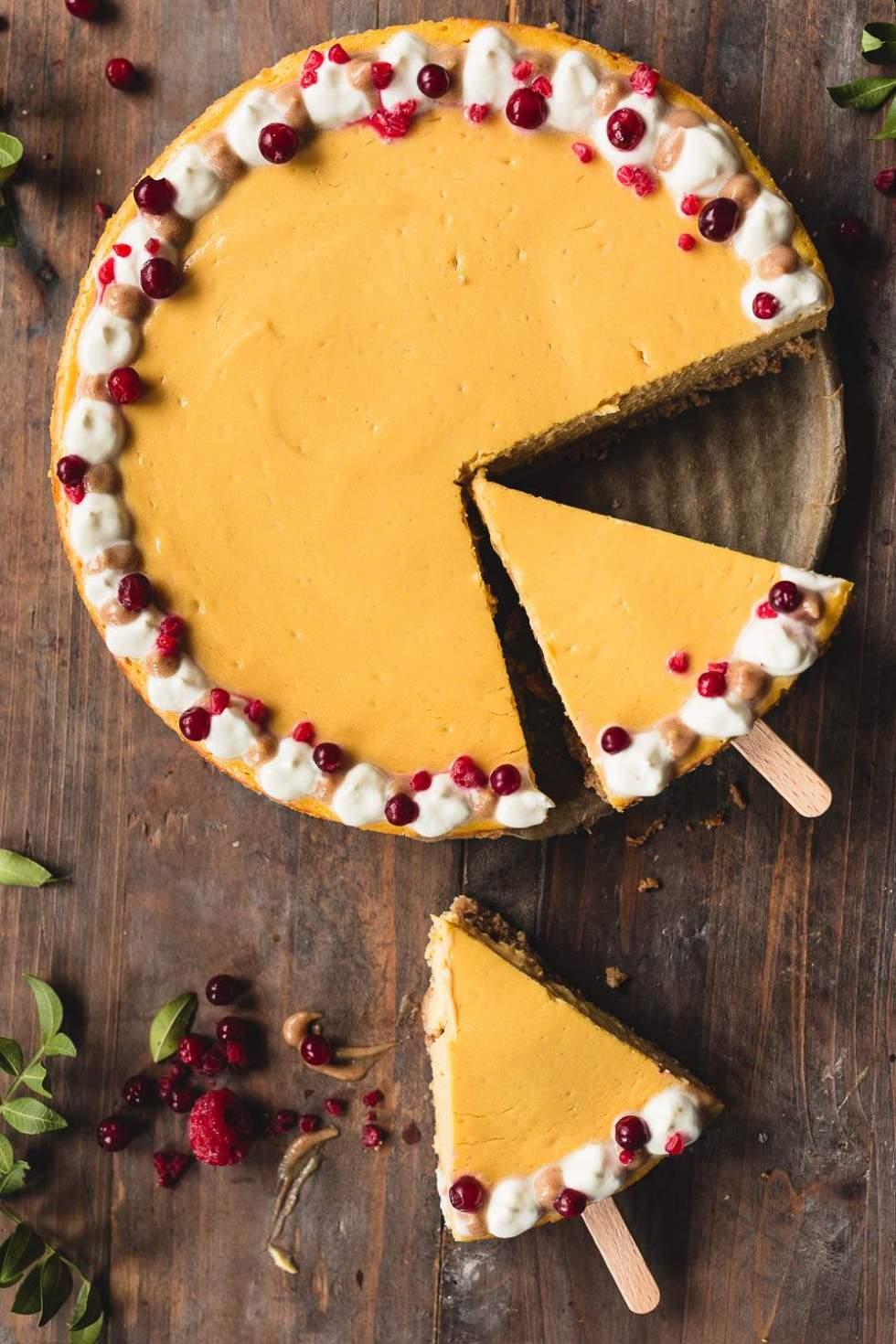 Vegaaninen ja gluteeniton kurpitsa-juustokakku