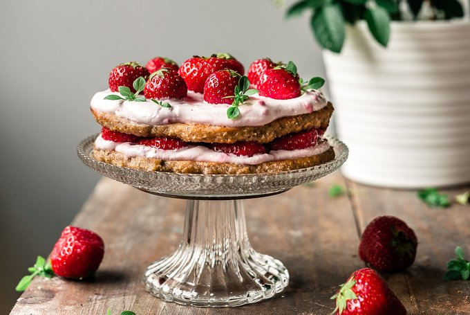BANANA-SWEETENED STRAWBERRY CAKE