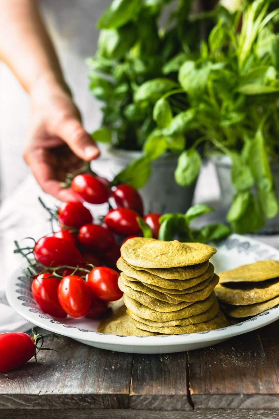 Uunissa paistetut vegaaniset ja gluteenittomat pähkinä pinaattiletut