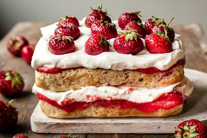 Strawberry puree layer cake