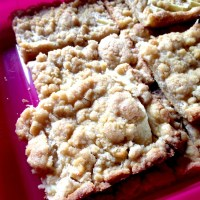 Easy German Apple Streusel Cake