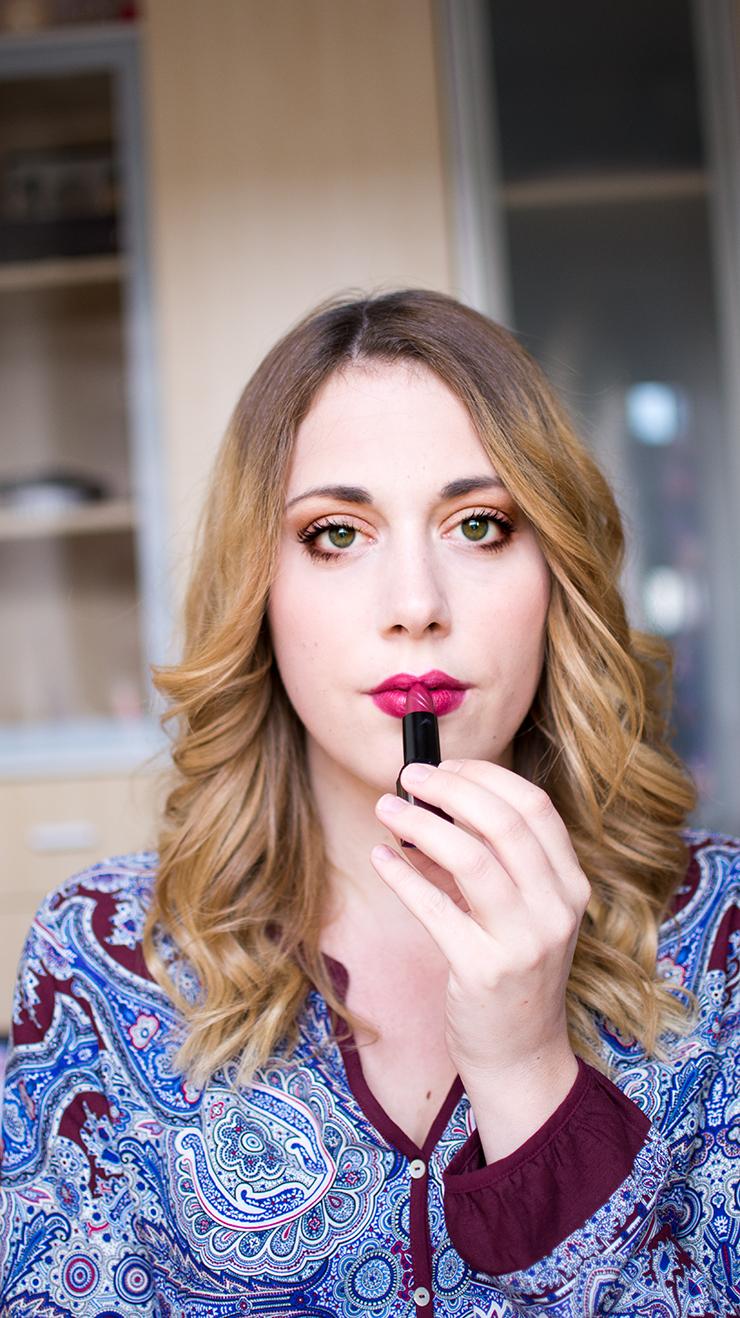 lipstick-girl-reviderm