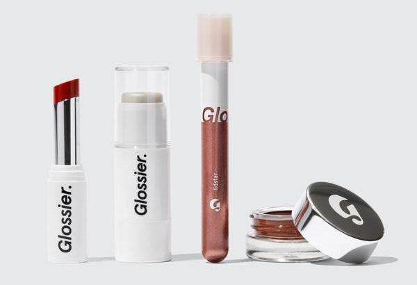 My Celebrity Life – Glossier The Makeup Set Dresses Up