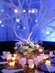 frosted-branches-centerpiece