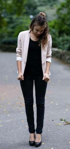how to wear a pink blazer. light pink blazer outfit ideas